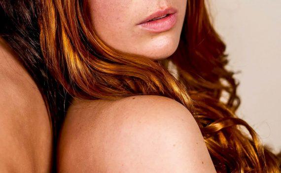 om mybeauty clinic - två modeller poserar